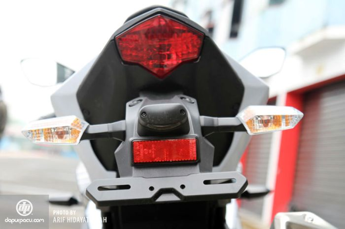 Tanpa pegangan belakang Kawasaki Ninja terlihat jelek