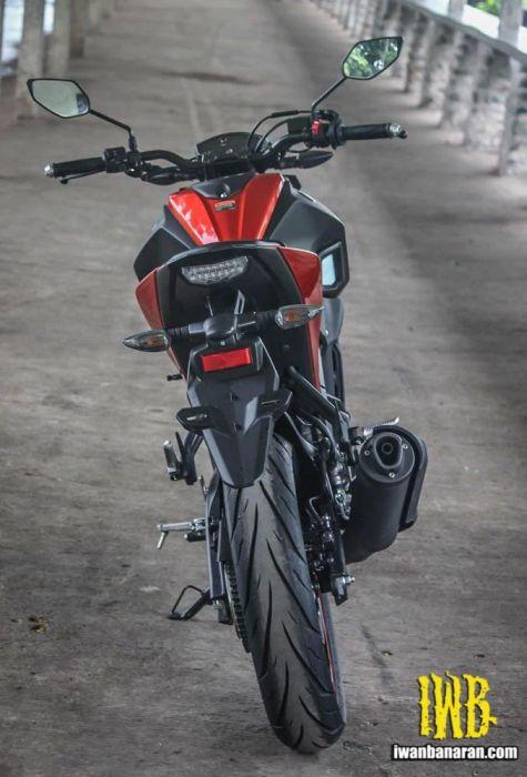 Yamaha Xabre dilihat dari belakang tidak adanya pegangan belakang membuatnya terlihat jelek
