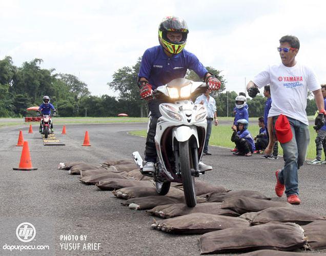 safety-riding-naik-naik-hambatan