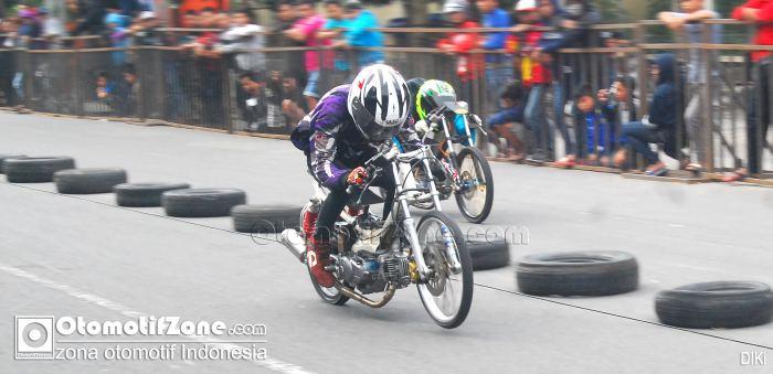 Iya Deh Ban Cacing Bikin Motor Kencang Di Drag Racing Tapi Kan Di