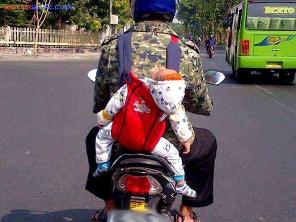 Ini Aturan Yang Bakal Dapat Reaksi Keras Kalau Diterapkan Di Indonesia Di Filipina Ada Larangan Membawa Anak Kecil Saat Naik Motor