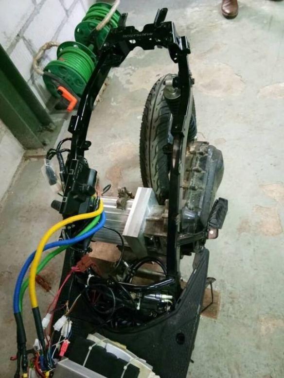 Perlu Ditiru Bikin Motor Listrik Dengan Modif Motor Bensin Tapi